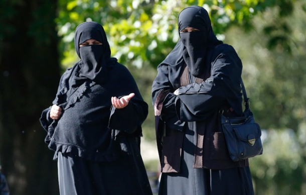 Two women wearing full-face veils walk in Regents Park in London (Reuters / Suzanne Plunkett)